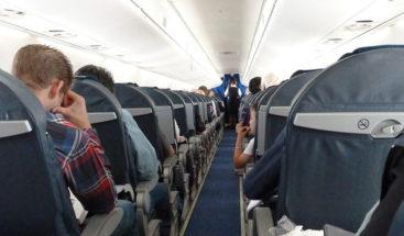 Hospitalizan a varios pasajeros tras un aterrizaje de emergencia por el olor a