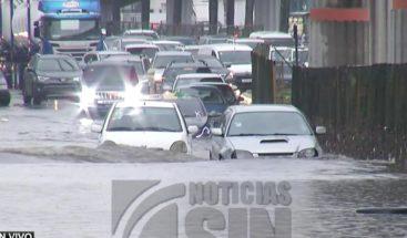 Inundaciones urbanas en el GSD afectan la vida cotidiana de choferes y transeúntes