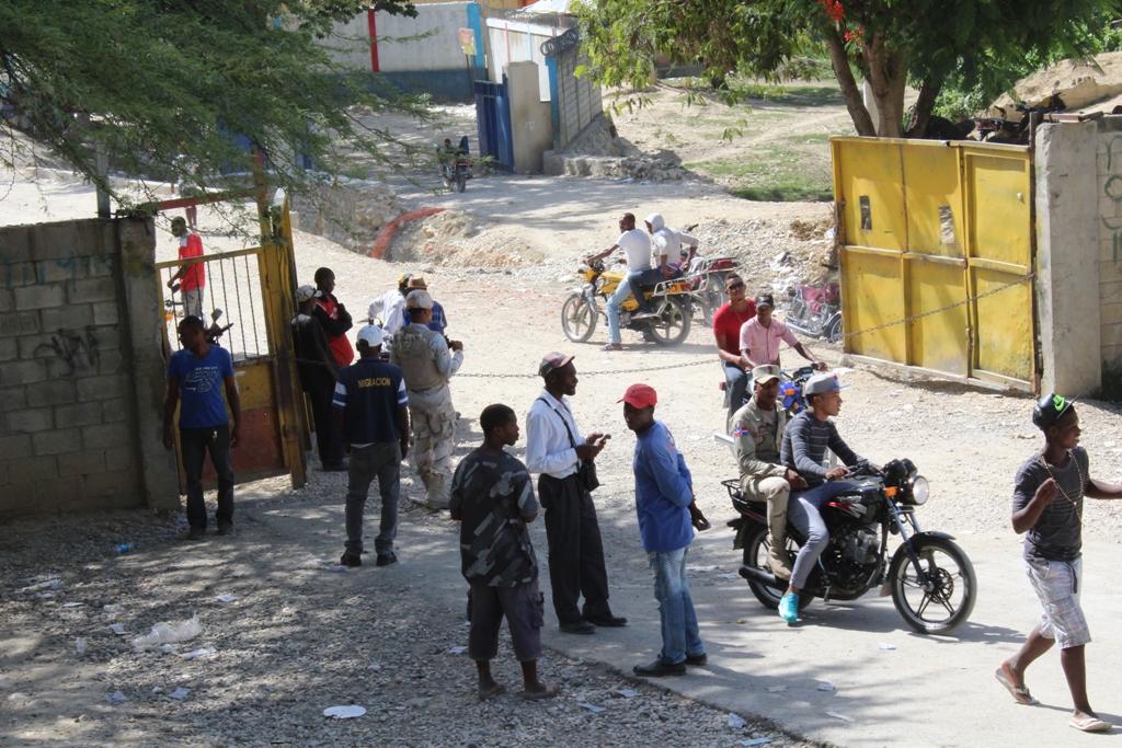 Ministerio de Defensa dice policía haitiana coopera en vigilancia y control fronterizo