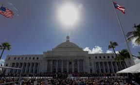 Desalojan el parlamento de Puerto Rico por amenaza de artefacto explosivo