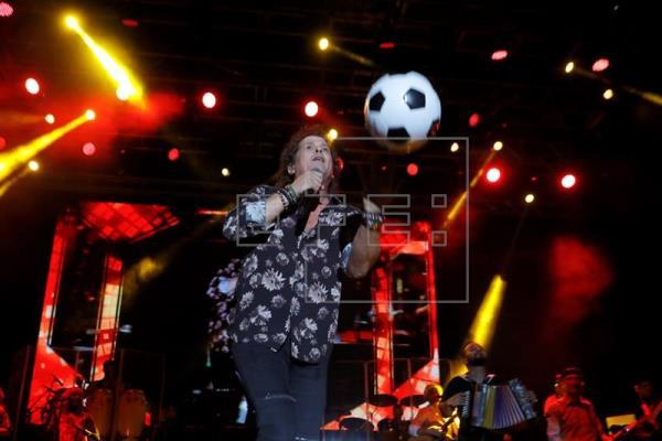Carlos Vives sorprende a su público con Melendi en Noches del Botánico