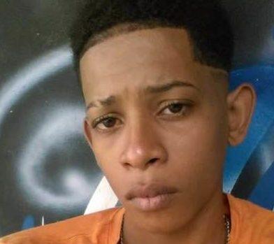 Muere joven al chocar moto con pared de escuela en SPM