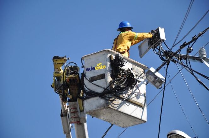 Déficit energéticoen barrios zona norte es por salida de tres plantas generadoras, según Edeeste