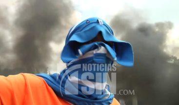 Se lanzan a las calles en Monte Adentro de Santiago en reclamo de obras prometidas