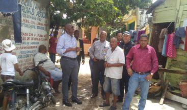 Alcalde de SDE evalúa daños provocados por Beryl en sectores de Villa Duarte