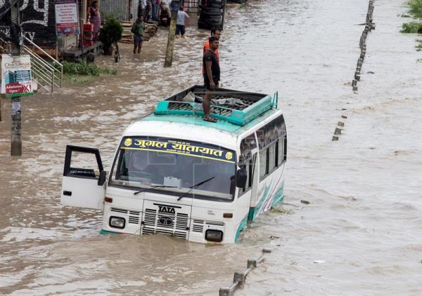 Al menos tres muertos y miles de afectados por inundaciones en Nepal