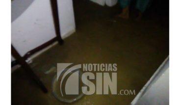 Varias casas inundadas en el sector Los Ríos tras onda tropical Beryl