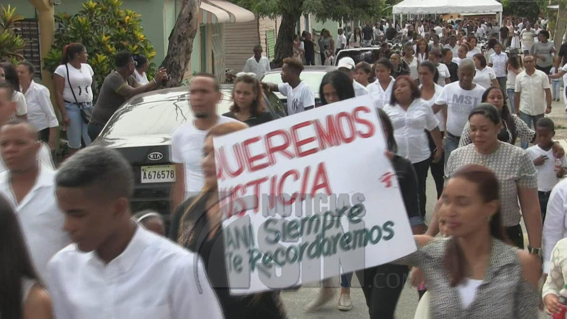 Se lanzan a las calles exigiendo justicia por muerte de joven en Azua