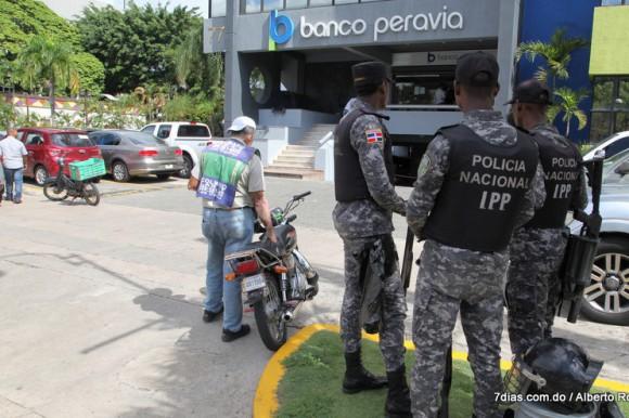 Suspenden prisión preventiva a dos imputados en estafa a Banco Peravia
