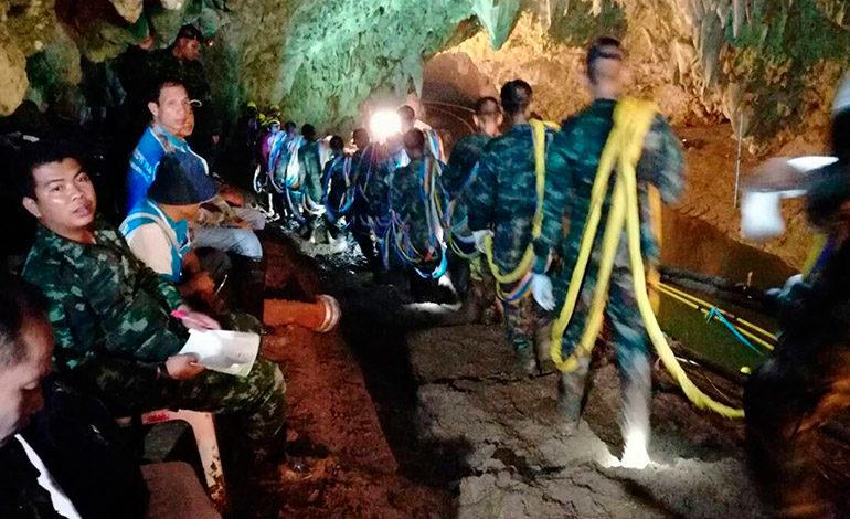 El rescate de los atrapados en la cueva de Tailandia se cobra la primera vida