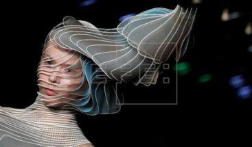 Iris Van Herpen explora los límites entre la moda y la tecnología
