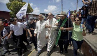 Agresión a obispos y profanación de templo enturbia el diálogo en Nicaragua