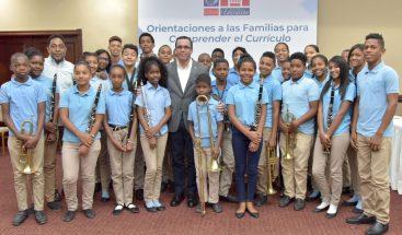 Navarro asegura que los estudiantes de excelencia siempre tienen una familia de apoyo