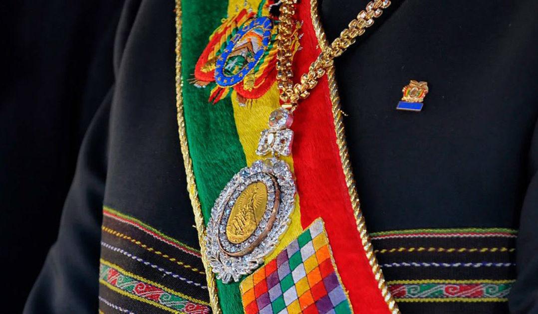 Recuperan símbolos presidenciales de Bolivia tras llamada anónima