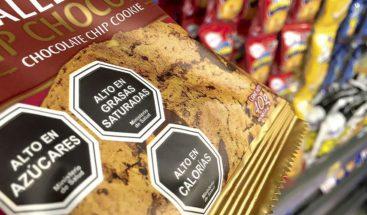 Latinoamérica camina advertencia sanitaria con etiqueta de alimentos