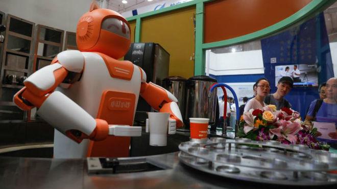 China apuesta por emplear sus futuros robots como tenderos y profesores
