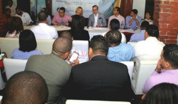 Abinader insta jóvenes a participar en cambios del país