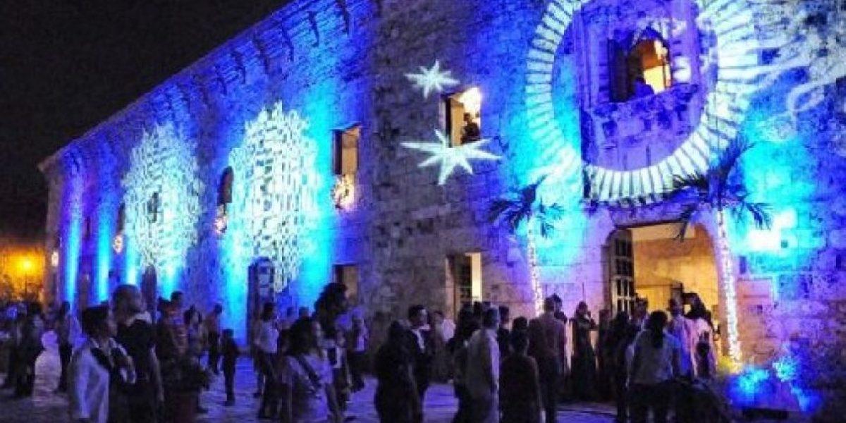 Image result for Miles de personas celebran cierre de Noche Larga de Museos