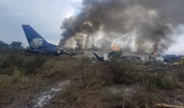 Siguen con atención médica 17 pasajeros del avión accidentado en México