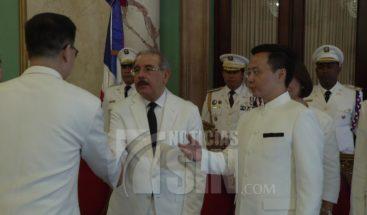 Embajador chino en el país presenta credenciales al presidente Medina