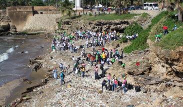 Medio Ambiente exhorta a la población integrarse a limpieza de playas