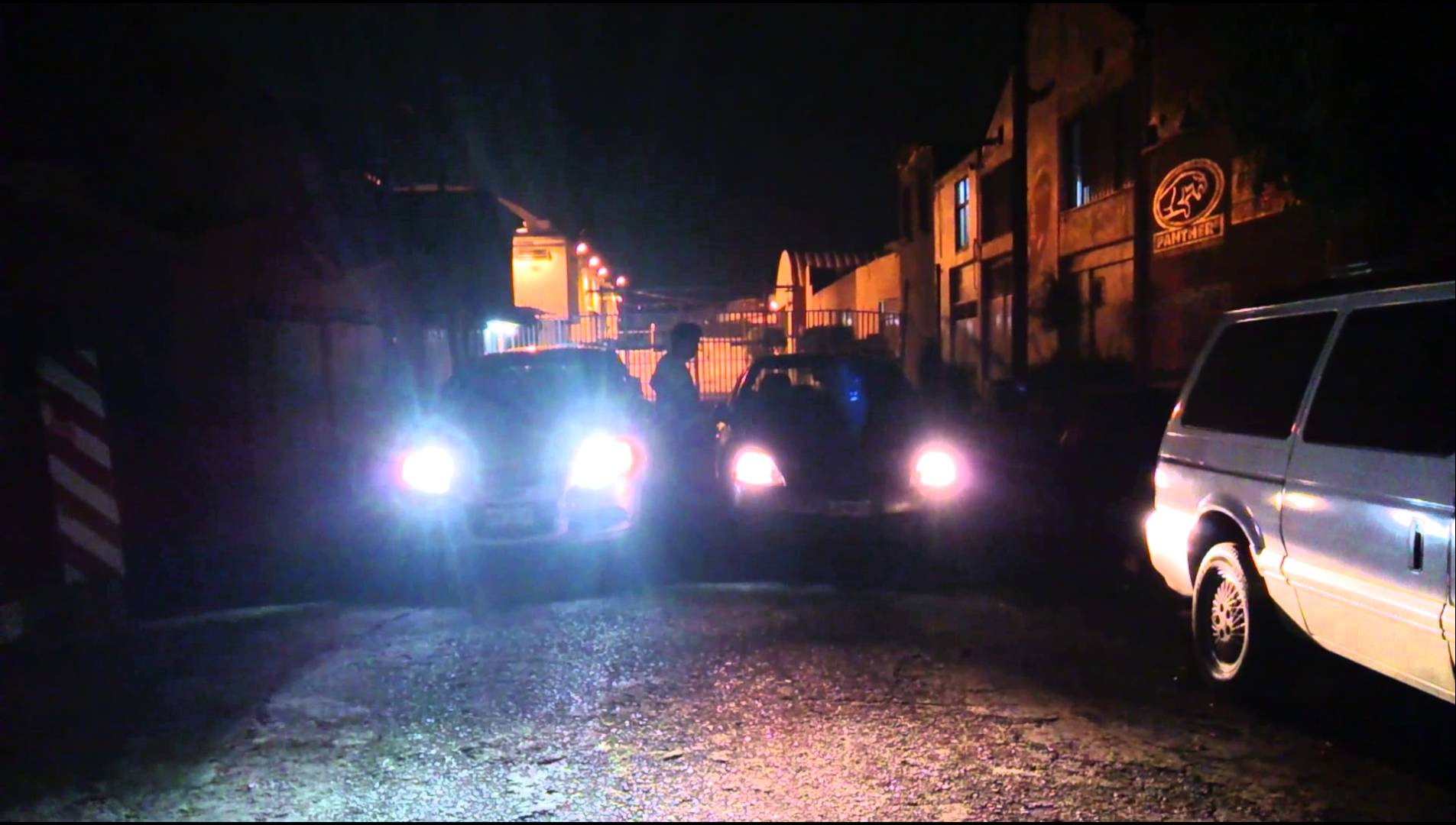 Intrant prohíbe luces LED y de alta luminosidad en vehículos de motor