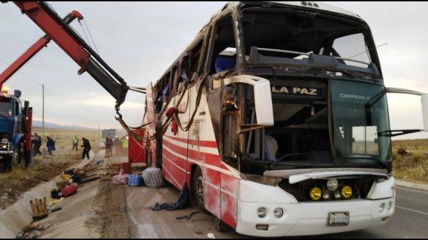 Bolivia: al menos cuatro muertos y 30 heridos en accidente de tránsito