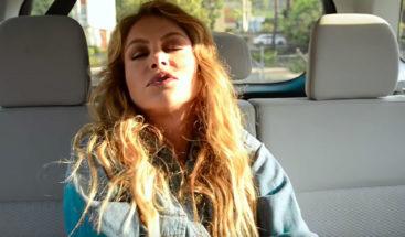 Paulina Rubio 'muere' por asfixia en un vehículo en campaña publicitaria