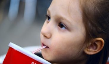 California busca restringir venta de refrescos azucarados a los niños