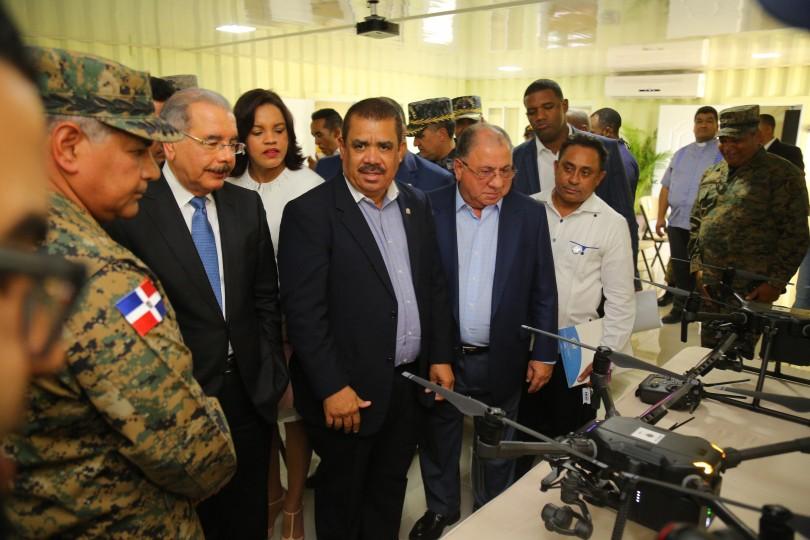 Presidente Medina entrega puesto de chequeo en Azua