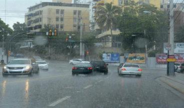 Habrá aguaceros por onda tropical y vaguada; varias provincias en alerta
