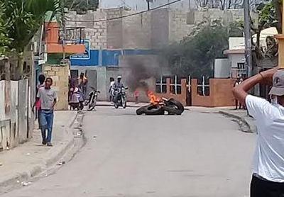 Grupos populares realizan protesta por 48 horas en Moca