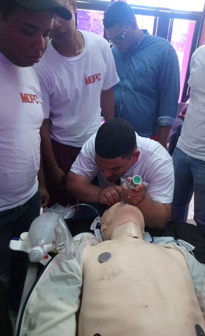Capacitan personal del Programa Emergencia de Asistencia Vial del MOPC