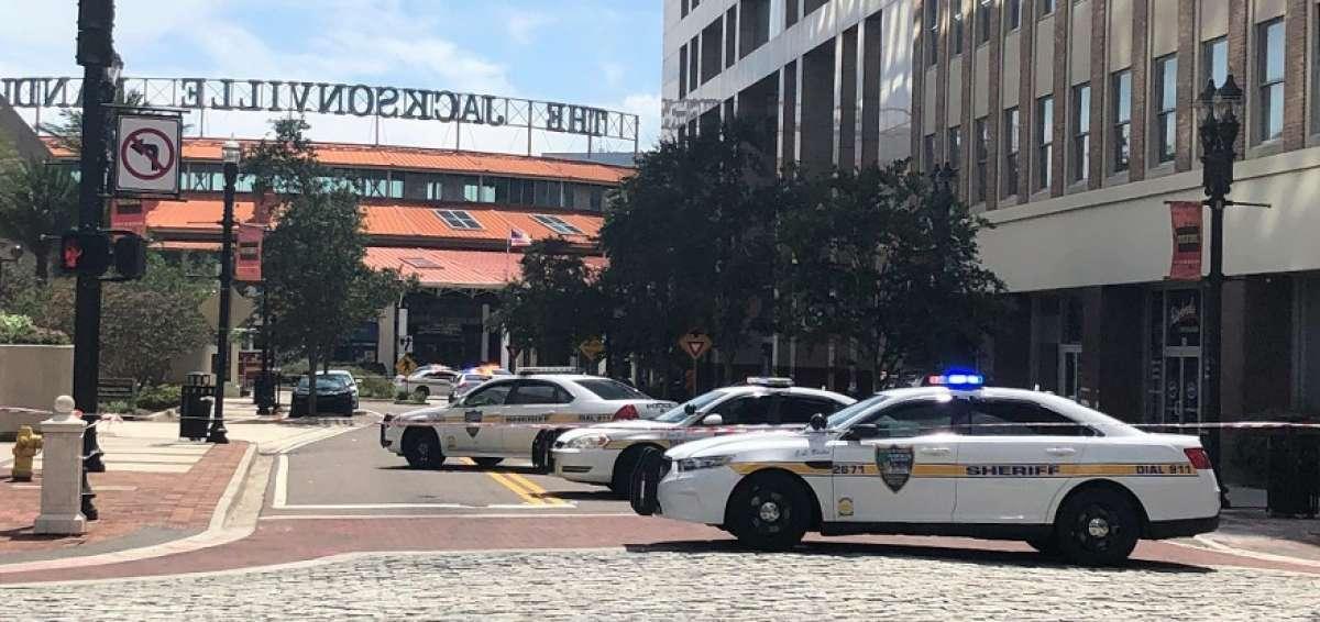Reabre el centro comercial de Florida del tiroteo que dejó tres muertos