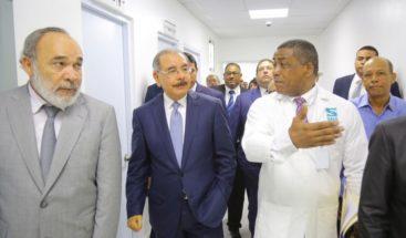 Presidente entrega hospital en Cotuí