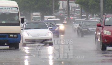 Onda tropical y vaguada provocarán aguaceros hacia varias regiones