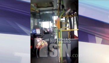 Madre trabaja conduciendo autobús con su bebé en Chile