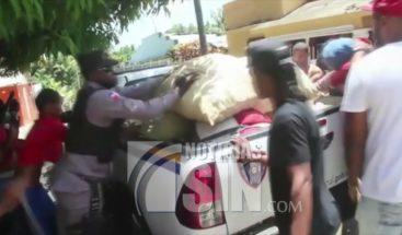 A pedradas supuestos contrabandistas enfrentan a la policía en Dajabón