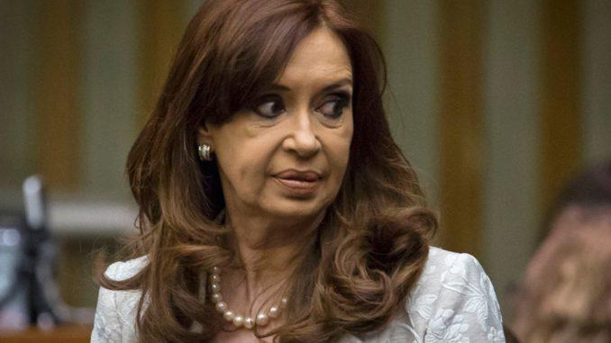 Cristina Fernández irá mañana ante el juez por caso de red de sobornos