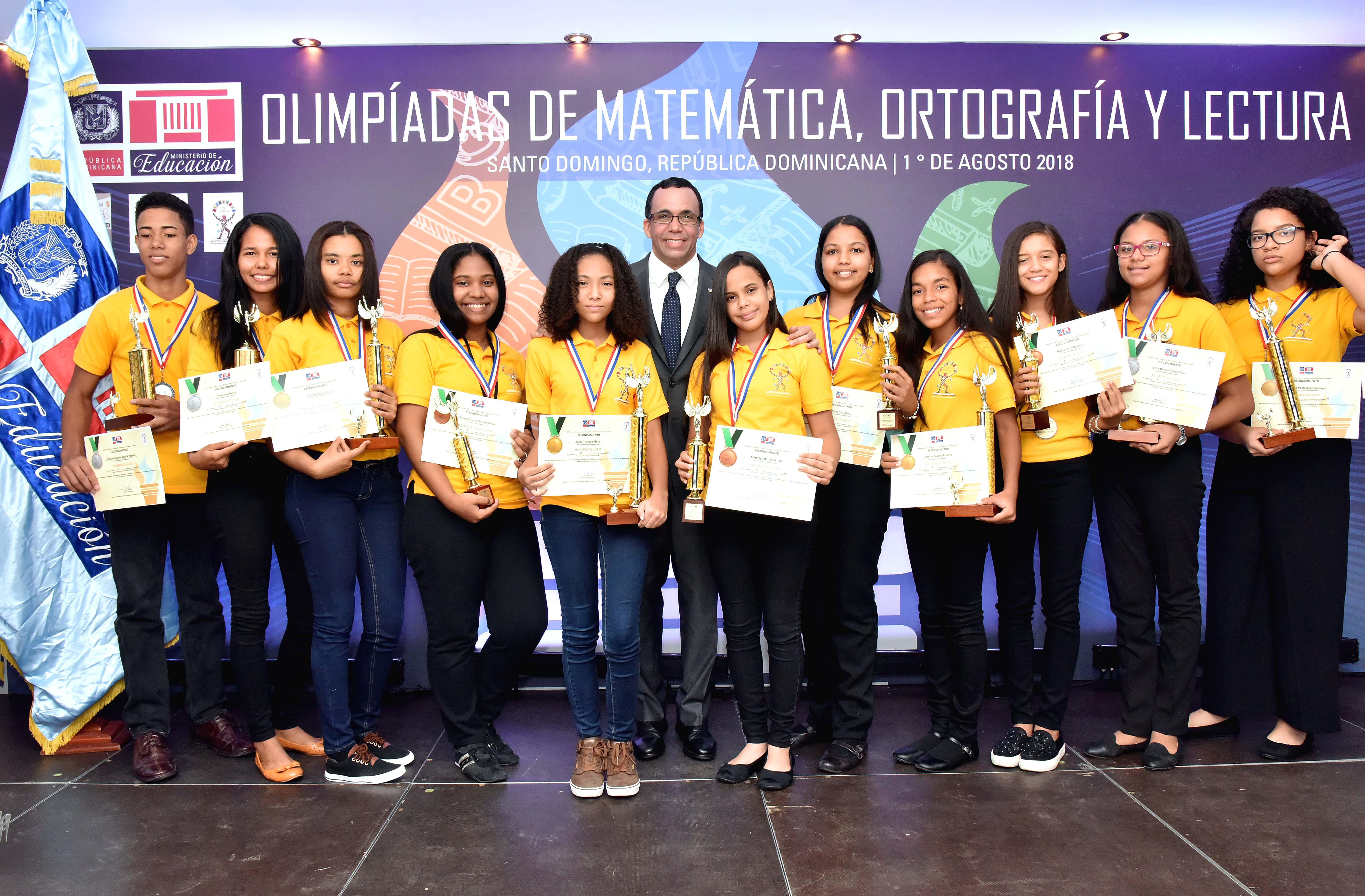 Premian a estudiantes en olimpiadas de matemática, ortografía y lectura