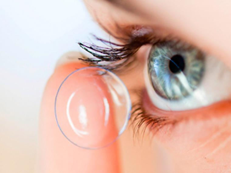 Las lentillas pueden contribuir a contaminar el agua con microplásticos