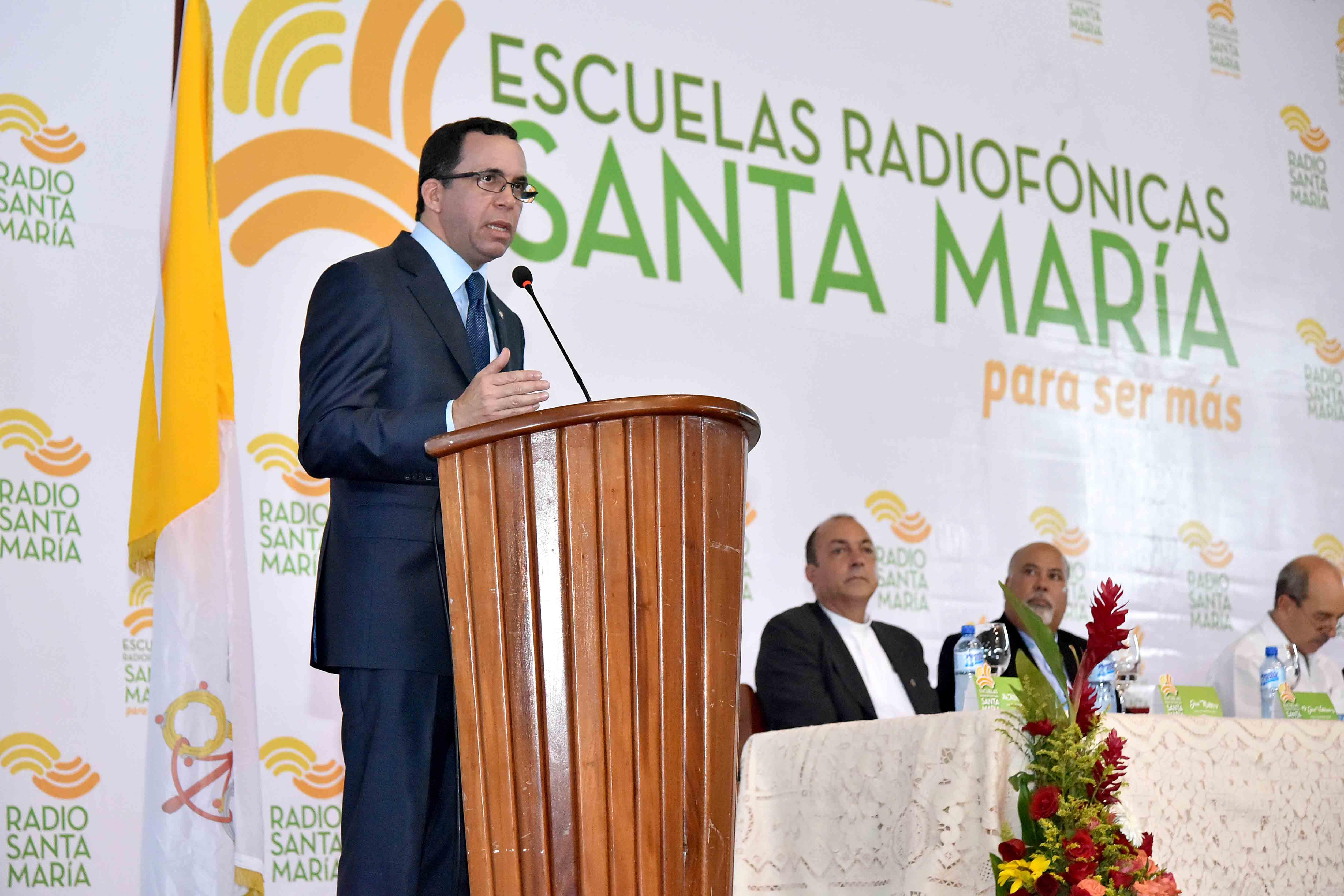 Navarro: Educación y empleo son vitales para desarrollo de la juventud