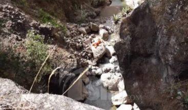 Hombre asesina su hija lanzándola de un puente en Ecuador