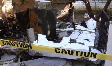 Fuerte explosión en vivienda deja dos heridos en un sector de Santiago