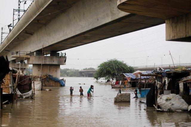 Aumentan a 150 los muertos por lluvias en el norte de la India