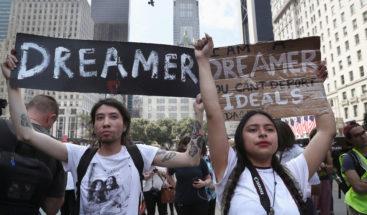 Juez de EEUU rechaza la petición de eliminar DACA con carácter inmediato