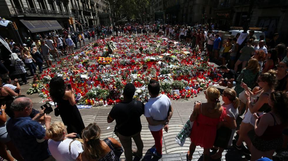 Barcelona recuerda en silencio emocionado víctimas de los atentados 2017