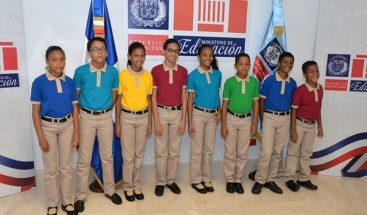Estudiantes que no hayan recibido uniforme nuevo pueden ir con el viejo