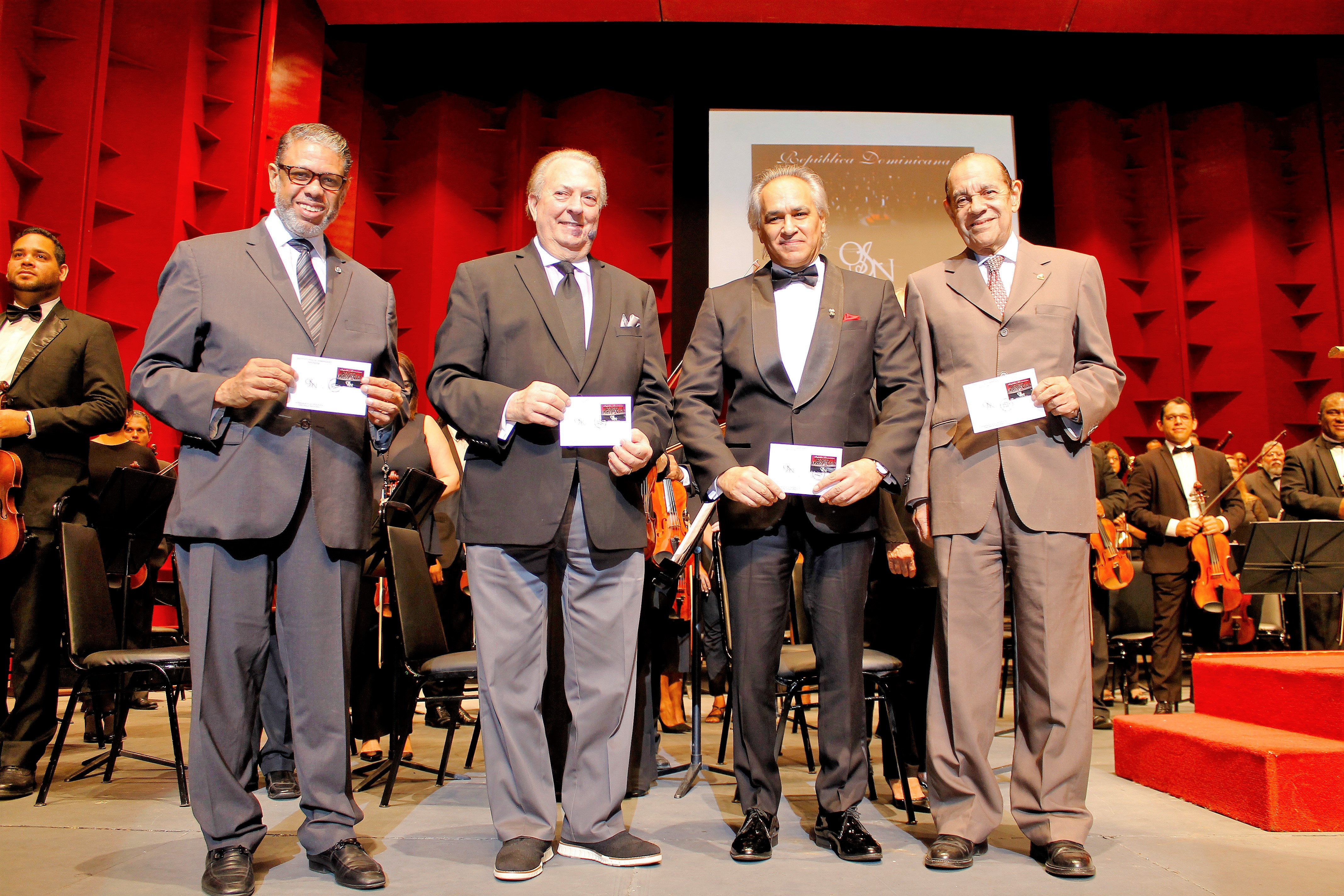 Ponen en circulación sellos en homenaje a Orquesta Sinfónica Nacional