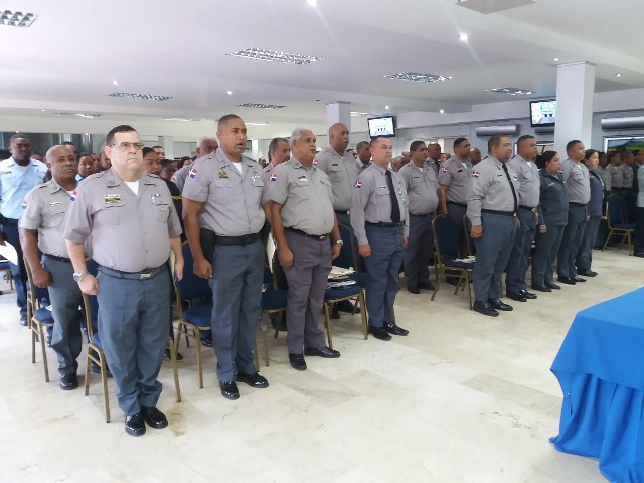 Policía Nacional inicia programa para ayudar agentes a bajar de peso